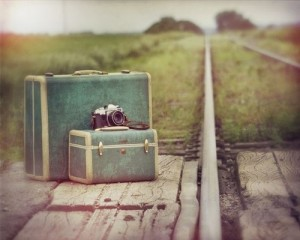 camer-camera-suitcase-train-track-Favim.com-198180_large