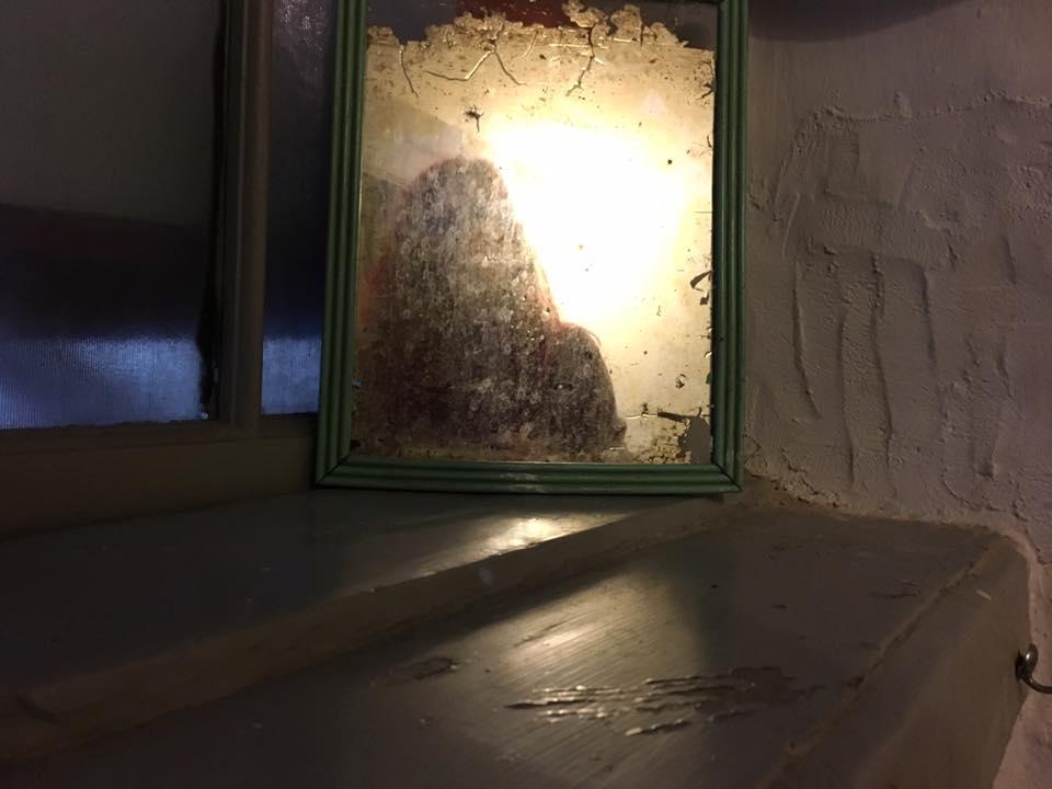 Cand te privesti in oglinda